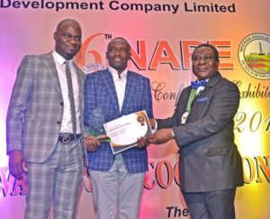 L-R: Exploration Manager Deepwater, Shell Nigeria Exploration and Production Company (SNEPCo), Uche Johnbosco; Lead, Subsurface Shallow Water, SNEPCo, Kefe Amrasa; and the outgoing President, Nigerian Association of Petroleum Explorationists (NAPE), Andrew Ejayeriese at the presentation of 2nd Best Exhibitor Award to Shell at the just-concluded NAPE annual conference and exhibition in Lagos… on Thursday