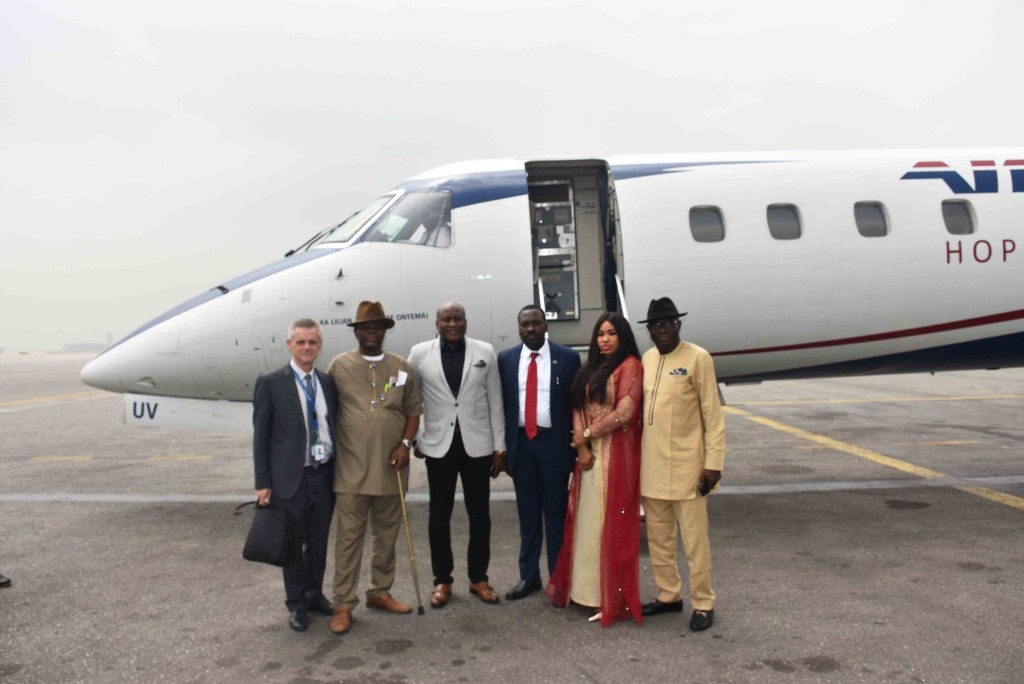 —Caption: Chairman/Chief Executive Officer of Air Peace, Mr. Allen Onyema flanked by the Chief Operating Officer, Mrs. Oluwatoyin Olajide, Technical Director Engineering, Mr. Bryan Rigby (left), Capt. Prekeme Porbeni (2nd left), Managing Director, Bayelsa Airlines, Capt. Henry Ungbuku (4th left) and Special Adviser to Bayelsa State Governor on Public Affairs, Mr. Daniel Alabrah (right) at the Murtala Muhammed Airport, Lagos shortly before the departure of Air Peace flight from Lagos to Bayelsa International Airport