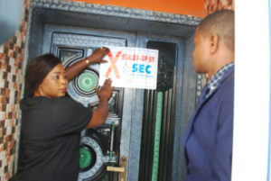 SEC 2,3,4, 5 &6: SEC Officials shutting down Dantata Success and Profitable Company, Kano, Wednesday