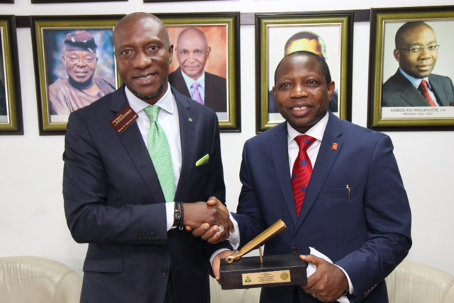 ·         L – R shows Mr. Oscar N. Onyema, OON, Chief Executive Officer, The Nigerian Stock Exchange (NSE) presenting a replica of the closing gong to Mr. Tope Smart, Chairman, NIA and Group Managing Director, NEM Insurance Plc during the Closing Gong Ceremony to introduce the newly appointed council members of the Association to the capital market stakeholders at the NSE.