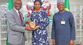 NPA Photo News : MD NPA Presenting A Plaque To The Managing Director, Nigerian Liquified National Gas (NLNG).