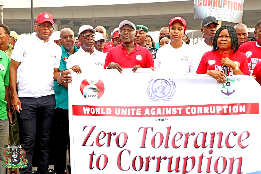 The Managing Director, Nigerian Ports Authority (NPA), Hadiza Bala Usman (2nd from right), the Zonal Head, EFCC, Lagos, Mohammed Rabo (3rd from left), the President, Women Arise for change and Campaign for Democracy, Dr. Joe Okei-Odumakin (right), the Executive Director, Marine and Operations, Dr. Sokonte Huttin Davies (left) and other Stakeholders during the 2019 World Anti-Corruption Day Walk in Lagos.