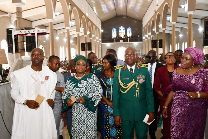 From left, Oyo State Governor, Engr Seyi Makinde; his wife, Tamunominini; General Officer Commanding 2 Division of Nigerian Army, Major General AB Omozoje and Secretary to the State Government, Mrs Olubamiwo Adeosun during the 2020 Armed Forces Remembrance Day celebration service held at St Peter's Cathedral Aremo, Ibadan. PHOTO: Oyo State Government.