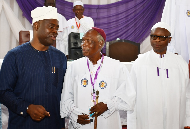 From left, Oyo State Governor, Engr Seyi Makinde; Supreme Head, Cherubim and Seraphim Unification Church of Nigeria, Prophet (Dr) Solomon Adegboyega Alao and Alapa of Okilapa, Oba (Prof) Akinola John Akinlola during the Annual General Conference of C&S Unification Church held at Ashi, Ibadan. PHOTO: Oyo State Government.