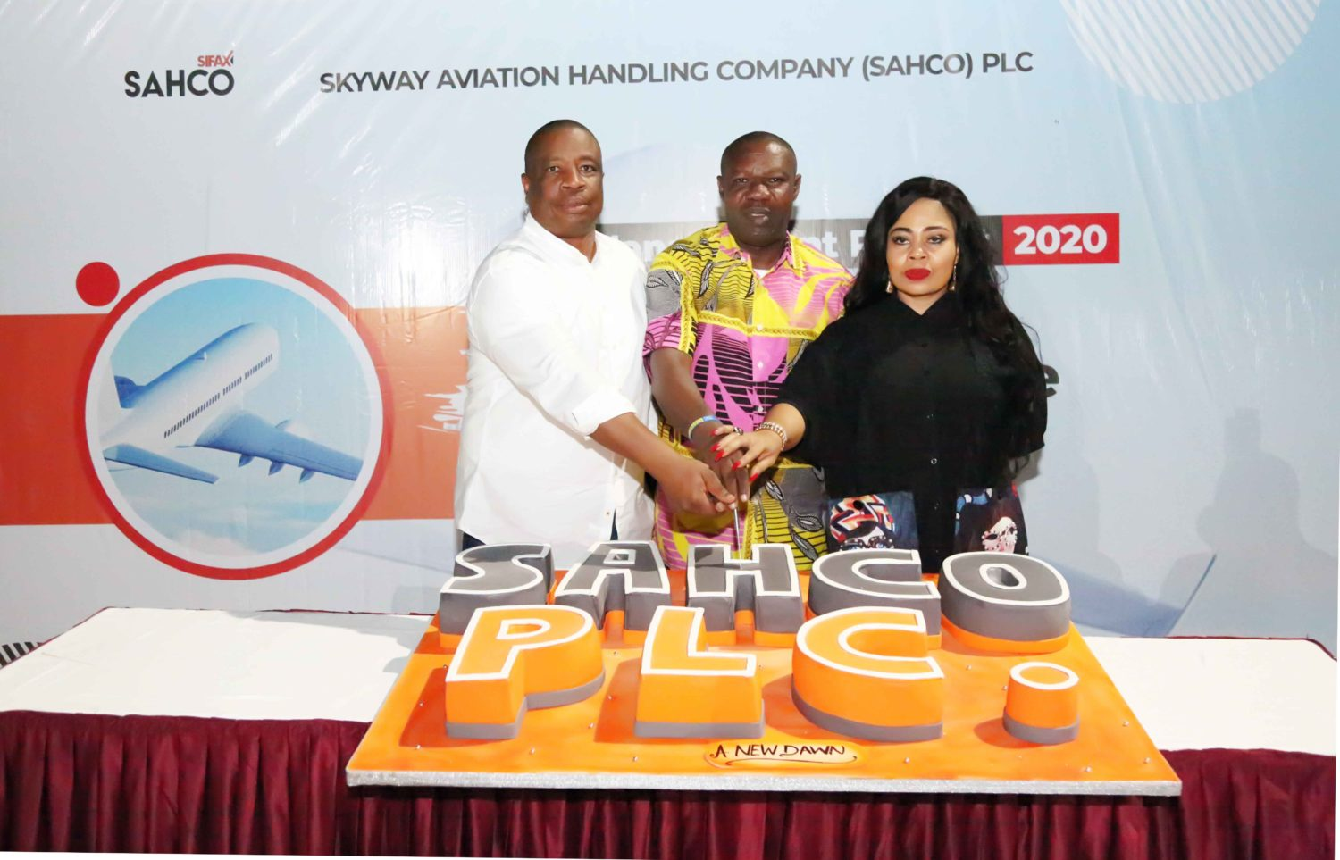 L-R:Executive Director, Sales and Marketing, Skyway Aviation Handling Company PLC (SAHCO), Olaniyi Adigun ; Managing Director/CEO, SAHCO, Basil Agboarumi; Executive Director, Cargo Services and Operations, SAHCO, Boma Ukwunna cutting the cake at the Management Retreat.