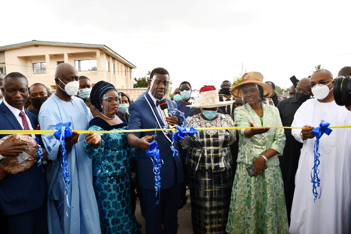 From left, President, The Sword of the Spirit Ministries, Bishop Francis Wale Oke; Oyo State Governor, Engr Seyi Makinde; his wife, Tamunominini; Pastor Enoch Adeboye; his wife, Folu; Pastor (Mrs) Victoria Oke and Akwa Ibom State Governor, Mr Udom Emmanuel during the commissioning of Pastor Enoch Adejare Adeboye Global Mission Centre, Ibadan.