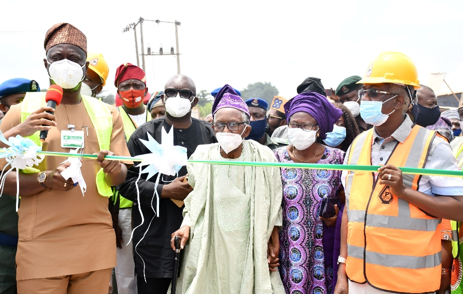 > 1 & 2: Oyo State Governor, Engr Seyi Makinde (left); his deputy, Engr Rauf Olaniyan (right); Chief Theophilus Akinyele and his wife, Mariam (middle) during the Official flag-Off of 21km Construction of Airport road, Ajia-New Ife Express road Spurb to Amuloko road, Ibadan. PHOTO: Oyo State Government.