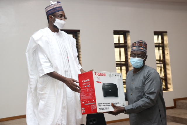Chairman Governing Board,  the Director General, E-Government Training Centre,National Information Technology Development Agency (NITDA), Mr. Kashifu Inuwa Abdullahi presenting prize to Director Finance & Account, Federal Ministry of Communications, Mr. Ayuba .B. Bello during Directorate Cadre from Grade Level 15-17 batches A & B training at the E-Government Training Centre, Public Service Institute of Nigeria (PSIN), Kubwa, Abuja