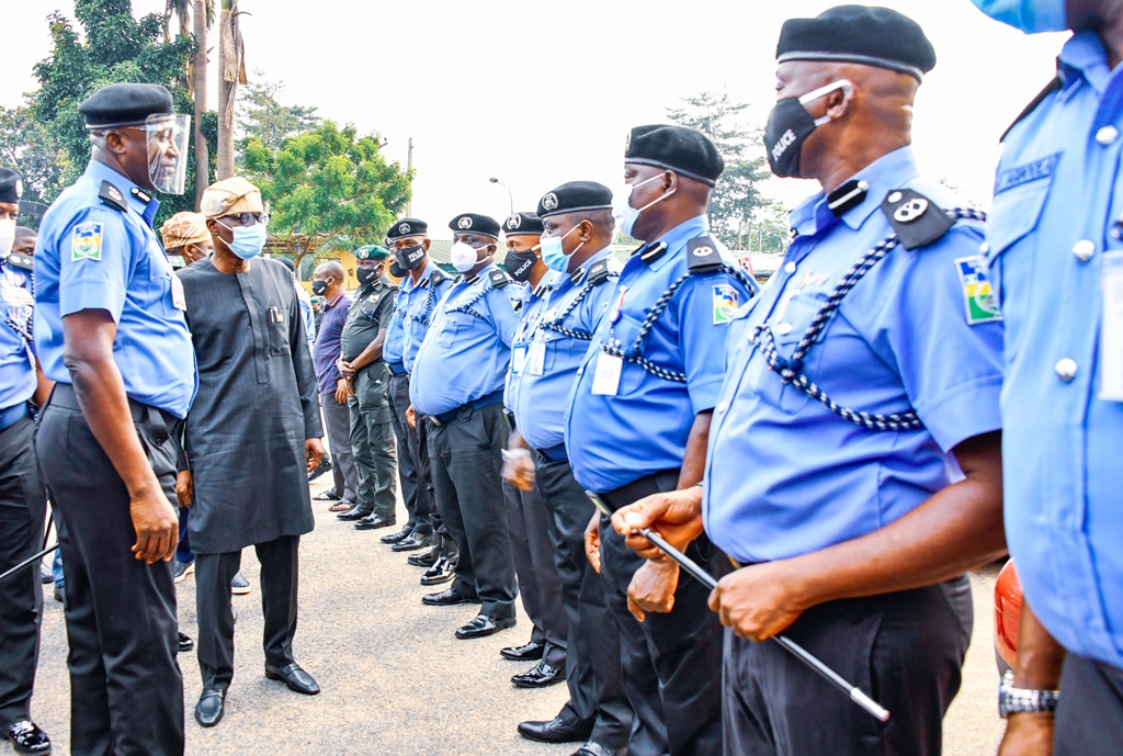 Lagos State Commissioner of Police, Mr. Hakeem Odumosu; Lagos State Governor, Mr. Babajide Sanwo-Olu interacting with other police officers during his visit to the Police Command Headquarters, Ikeja, on Wednesday, October, 28, 2020.