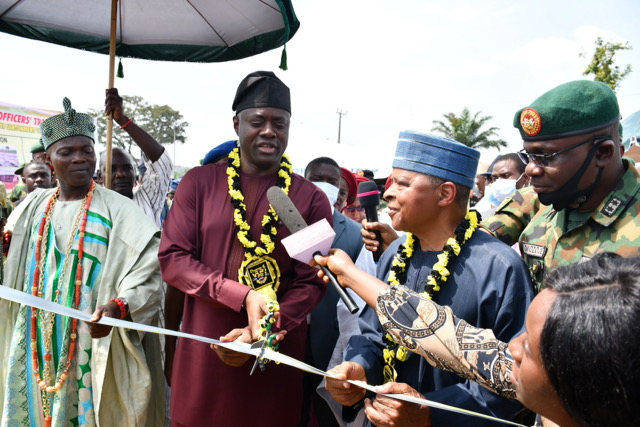 > 1 & 2: From left, Olowu of Kuta, Oba Adekunle Makama; Oyo State Governor, Engr. Seyi Makinde; General Alani Akinrinade (rtd) and General Officer Commanding, 2 Division of Nigerian Army, Major General Anthony Omozoje, during the Commissioning of 2 Division Officers' Transit Camp, Adekunle Fajuyi Cantonment, Odogbo, Ibadan. PHOTO: Oyo State Government.