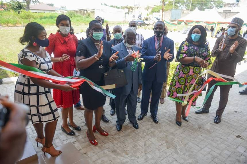 Cutting the ribbon to the ICT Centre, from Right to Left: SNEPCo's Project Champion, Abdulrahman Mijinyawa; SNEPCo's External Relations Manager, Lagos & Communications, Dr Alice Ajeh; Vice Chancellor. Enugu State University of Science and Technology (ESUT), Professor Charles Ezeh; Representative of Commissioner for Education Enugu State, Professor Frank Asogwu; NNPC-NAPIMS Deputy Manager, Community Relations, Mrs. Clementina Arubi; and ESUT ICT Director, Dr. Lois Onyi.