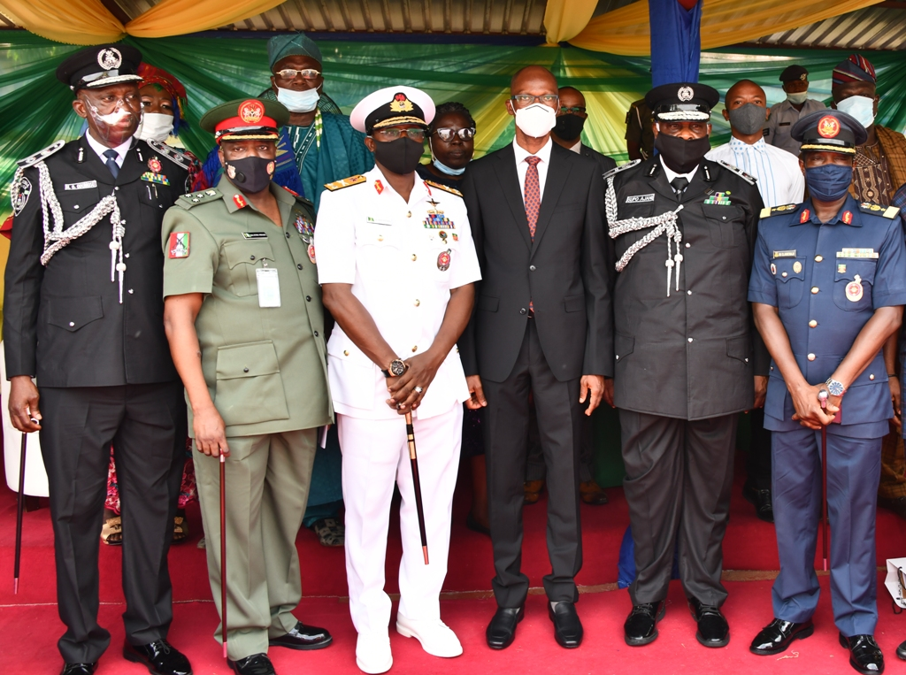 L-R: Mr. Hakeem Odumosu; Commissioner of Police, Lagos Command; Brigadier General Etsu Ndagi, Commander, 9 brigade, Ikeja Army Cantonment; Commodore Ibrahim Aliyu Shettima, Commander, Nigeria Navy Ship (NNS) Beecroft, Apapa; Mr. Tayo Ayinde, representative of Lagos State Governor and the Chief of Staff to the Governor; Assistant Inspector General (AIG) Olasupo Ajani, representative of the Inspector General of Police (IGP) and Air Commodore Rasaq Olanrewaju, Commander, 651 Base Services Group, Nigerian Air Force Base, Ikeja, during the passing out parade of 1,250 Community Policing Special Constabulary Officers at the Police College, Ikeja, on Tuesday, January 5, 2020.