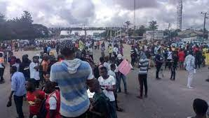 UNIBEN Students Protest Extortion By Management